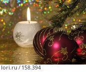 Купить «Новогодняя открытка со свечой и игрушками (фон размыт)», фото № 158394, снято 23 декабря 2007 г. (c) Мельников Дмитрий / Фотобанк Лори
