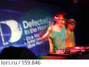 Купить «Диджей за работой. Ночной клуб - громкая музыка, ритм и вспышки. Движение на танцполе», фото № 159846, снято 4 февраля 2006 г. (c) Harry / Фотобанк Лори