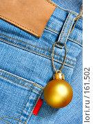 Купить «Рождественский шарик, прицепленный к джинсам», фото № 161502, снято 18 сентября 2018 г. (c) Роман Сигаев / Фотобанк Лори