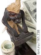 Купить «Электронная коммерция. Фигурка человека за компьютером делающего деньги.», фото № 161738, снято 26 декабря 2007 г. (c) Олег Селезнев / Фотобанк Лори