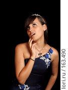 Купить «Мечтательная девушка, на черном фоне», фото № 163490, снято 26 июля 2007 г. (c) Александр Паррус / Фотобанк Лори