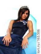 Купить «Девушка в синем выпускном платье с диадемой, на надувном кресле», фото № 163506, снято 26 июля 2007 г. (c) Александр Паррус / Фотобанк Лори