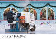 Купить «Заливка катка на Красной площади», фото № 166942, снято 3 января 2008 г. (c) Юрий Синицын / Фотобанк Лори