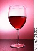 Бокал красного вина. Стоковое фото, фотограф Роман Сигаев / Фотобанк Лори