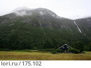 Купить «Дом у подножия горы», фото № 175102, снято 28 августа 2007 г. (c) Наталья Белотелова / Фотобанк Лори