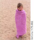Купить «Закутанный в полотенце зевающий мальчик», фото № 175682, снято 7 июня 2005 г. (c) Заметалов Андрей / Фотобанк Лори