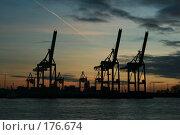 Купить «Краны в гамбургском порту», фото № 176674, снято 13 января 2008 г. (c) Екатерина Соловьева / Фотобанк Лори