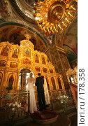 Купить «Пара молодоженов в церкви», фото № 178358, снято 2 сентября 2007 г. (c) Морозова Татьяна / Фотобанк Лори