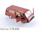 Купить «Коллекционная масштабная модель легкового автомобиля РАФ - микроавтобус», фото № 178858, снято 17 января 2008 г. (c) Денис Дряшкин / Фотобанк Лори