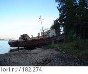 Старый баркас на берегу Волги. Стоковое фото, фотограф Баскаков Андрей / Фотобанк Лори