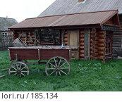 Купить «Телега около дома», фото № 185134, снято 17 октября 2007 г. (c) Максим Рыжов / Фотобанк Лори