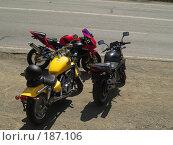 Купить «Три мотоцикла разных классов на обочине», фото № 187106, снято 5 мая 2007 г. (c) Антон Самбуров / Фотобанк Лори