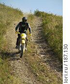 Купить «Мотоциклист на горной дороге», фото № 187130, снято 30 сентября 2007 г. (c) Антон Самбуров / Фотобанк Лори