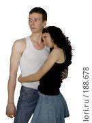 Купить «Двое влюбленных стоят вместе», фото № 188678, снято 19 января 2008 г. (c) Арестов Андрей Павлович / Фотобанк Лори