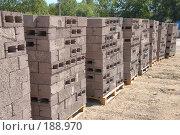 Купить «Керамзитовые блоки будут стенами вашего дома», фото № 188970, снято 17 июля 2007 г. (c) Федор Королевский / Фотобанк Лори