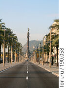 Купить «Бульвар Колумба в Барселоне с видом на колонну-памятник Колумбу и гору Монтжуик (Montjuic)», фото № 190058, снято 23 сентября 2005 г. (c) Солодовникова Елена / Фотобанк Лори