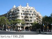 Купить «Дом Мила  работы Гауди в Барселоне», фото № 190258, снято 20 сентября 2005 г. (c) Солодовникова Елена / Фотобанк Лори