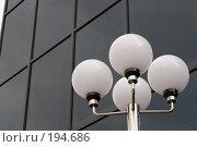Купить «Черное окно и белые фонари», фото № 194686, снято 2 февраля 2008 г. (c) Федор Королевский / Фотобанк Лори