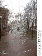 Купить «Отверстие в стекле», фото № 197278, снято 28 февраля 2005 г. (c) Елена Прокопова / Фотобанк Лори