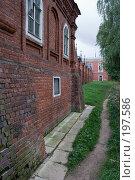 Купить «Тропинка возле Волоколамского кремля», фото № 197586, снято 26 августа 2007 г. (c) Юрий Синицын / Фотобанк Лори