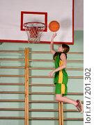 Купить «Девушка играет в баскетбол», фото № 201302, снято 10 февраля 2008 г. (c) Федор Королевский / Фотобанк Лори