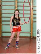 Купить «Девушка крутит на руке обруч», фото № 201306, снято 10 февраля 2008 г. (c) Федор Королевский / Фотобанк Лори