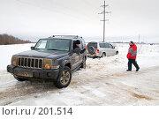 Купить «Буксировка застрявшего в снегу автомобиля», фото № 201514, снято 9 февраля 2008 г. (c) Сергей Лаврентьев / Фотобанк Лори