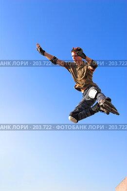 Купить «Прыжок на роликах», фото № 203722, снято 30 сентября 2007 г. (c) Бабенко Денис Юрьевич / Фотобанк Лори