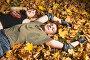 Девушка и молодой человек лежат на желтых листьях, фото № 203734, снято 30 сентября 2007 г. (c) Бабенко Денис Юрьевич / Фотобанк Лори