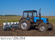Купить «Трактор с сеялкой на вспаханном поле», фото № 206054, снято 7 сентября 2004 г. (c) Иван Сазыкин / Фотобанк Лори