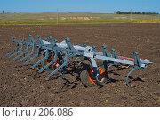Купить «Культиватор на вспаханном поле», фото № 206086, снято 7 сентября 2004 г. (c) Иван Сазыкин / Фотобанк Лори