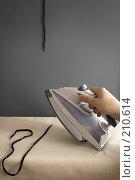 Купить «Подготовка мужчины к празднику», фото № 210614, снято 27 февраля 2008 г. (c) Николай Федорин / Фотобанк Лори