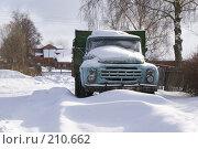Купить «Жестылево. Старый грузовик, засыпанный снегом», фото № 210662, снято 15 февраля 2008 г. (c) Julia Nelson / Фотобанк Лори