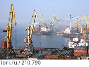 Купить «Одесский порт в тумане», фото № 210790, снято 22 февраля 2008 г. (c) Pshenichka / Фотобанк Лори
