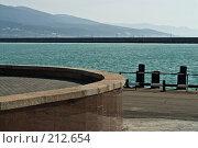 Купить «Причал в Цемесской бухте», фото № 212654, снято 28 февраля 2008 г. (c) Федор Королевский / Фотобанк Лори