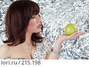 Купить «Яблоко», фото № 215198, снято 4 мая 2007 г. (c) Goruppa / Фотобанк Лори