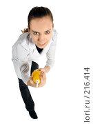 Купить «Вооружённая медсестра», фото № 216414, снято 1 марта 2008 г. (c) Сергей Лаврентьев / Фотобанк Лори