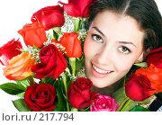 Купить «Девушка с розами», фото № 217794, снято 19 февраля 2019 г. (c) Константин Юганов / Фотобанк Лори