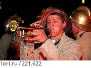 Купить «Трубач в костюме пожарного. Огненное шоу», эксклюзивное фото № 221622, снято 24 июня 2007 г. (c) Ирина Мойсеева / Фотобанк Лори