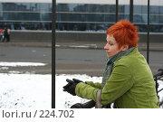 Купить «Грустная, задумчивая девушка на улице», фото № 224702, снято 16 марта 2008 г. (c) Наталья Белотелова / Фотобанк Лори