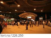 Купить «Ночной перрон Московского вокзала Санкт-Петербурга», фото № 226250, снято 21 августа 2007 г. (c) Евгений Батраков / Фотобанк Лори