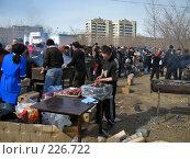 Купить «Приготовление шашлыков», фото № 226722, снято 9 марта 2008 г. (c) Геннадий Соловьев / Фотобанк Лори