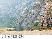 Купить «Норвегия. Фьорд начинается...», эксклюзивное фото № 228654, снято 30 июля 2006 г. (c) Александр Алексеев / Фотобанк Лори