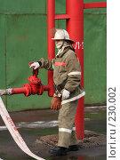 Купить «Пожарные за работой», фото № 230002, снято 20 марта 2008 г. (c) Евгений Батраков / Фотобанк Лори