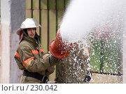 Купить «Пожарный льет пену из пожарного шланга», фото № 230042, снято 20 марта 2008 г. (c) Евгений Батраков / Фотобанк Лори