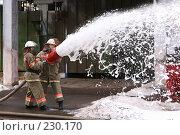 Купить «Пожарные льют воду из пожарного шланга», фото № 230170, снято 20 марта 2008 г. (c) Евгений Батраков / Фотобанк Лори