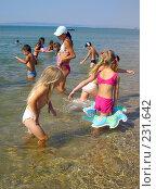 Купить «Дети купаются в море», фото № 231642, снято 18 июля 2007 г. (c) Светлана / Фотобанк Лори
