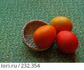 Купить «Пасхальные яйца на цветастом хлопке», фото № 232354, снято 25 января 2007 г. (c) only / Фотобанк Лори