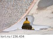 Купить «Отражение в луже на Исаакиевской площади. Санкт-Петербург», эксклюзивное фото № 236434, снято 1 октября 2006 г. (c) Александр Алексеев / Фотобанк Лори