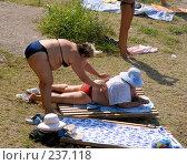 Купить «Полная женщина на пляже прикрывает другую женщину полотенцем от палящих лучей солнца. Абхазия. Гагры.», фото № 237118, снято 30 августа 2006 г. (c) Виктор Филиппович Погонцев / Фотобанк Лори